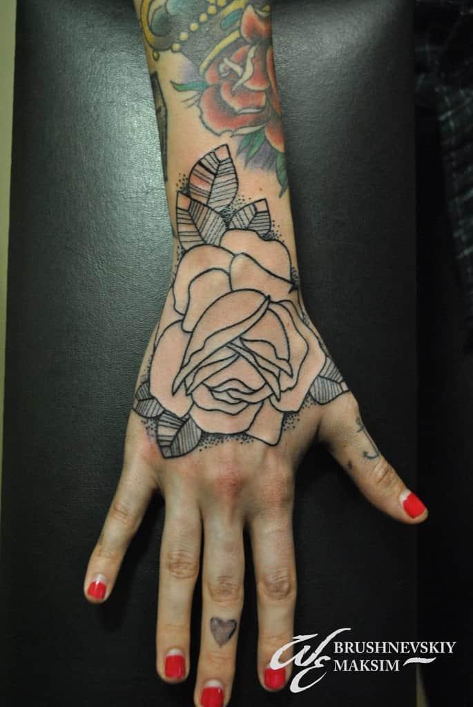 татуировки цветы на руке