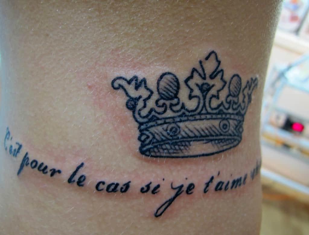 тату queen надпись