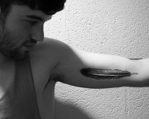 Тату перо: фото, примеры готовых рисунков татуировки - m 16