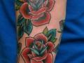 Татуировка с розами в стиле Олд Скул