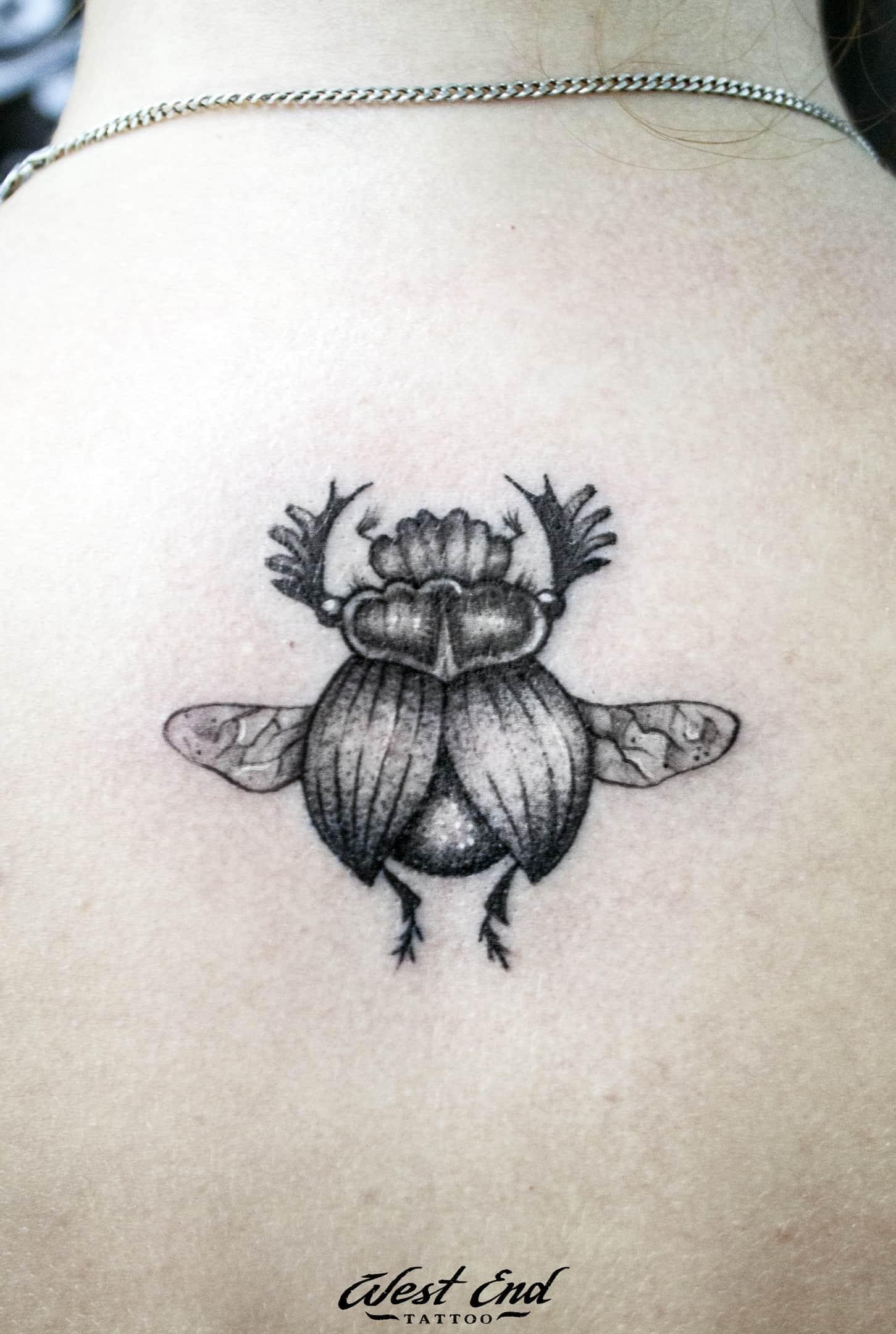 Тату насекомые на спине