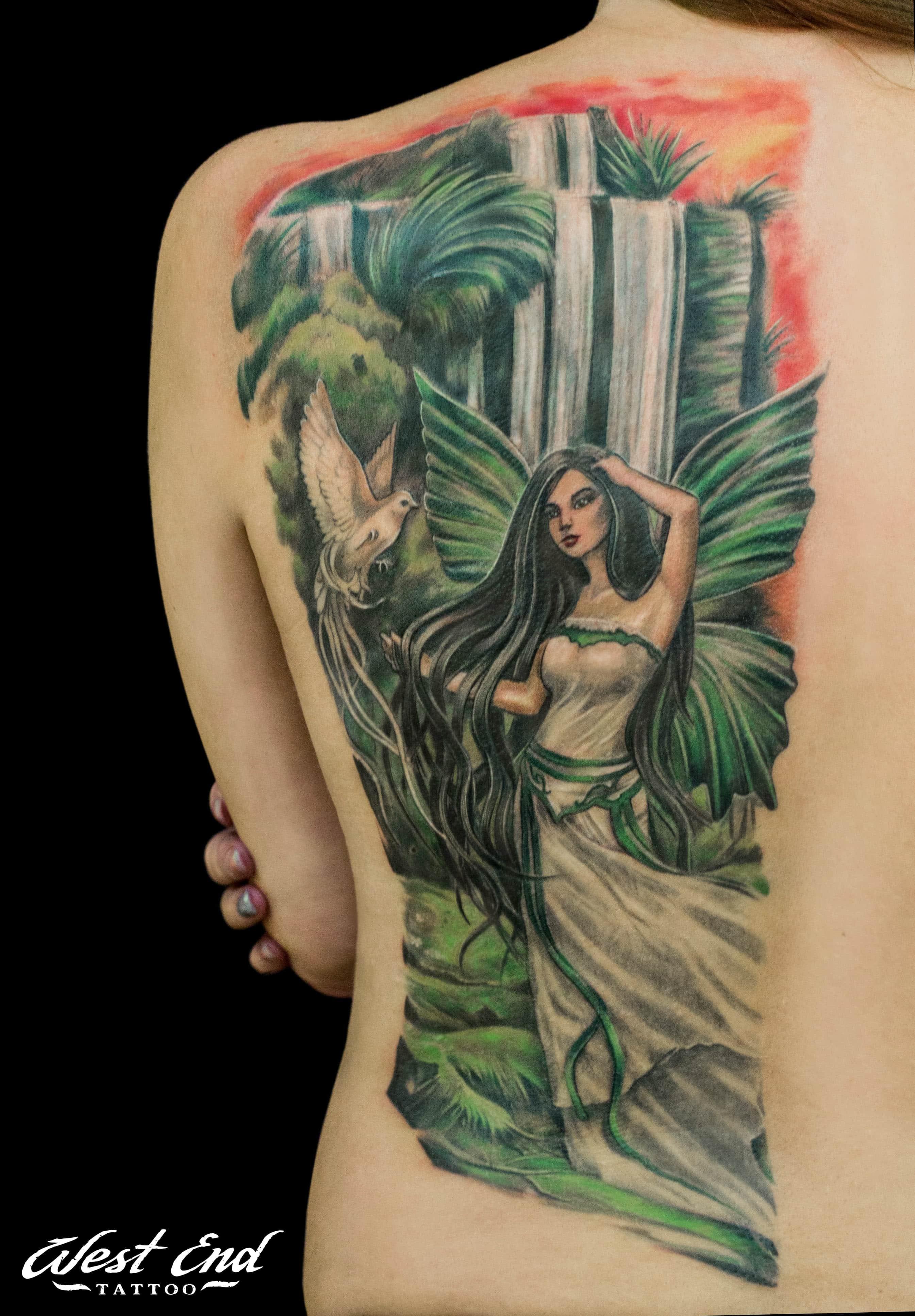 Цветной тату портрет на спине