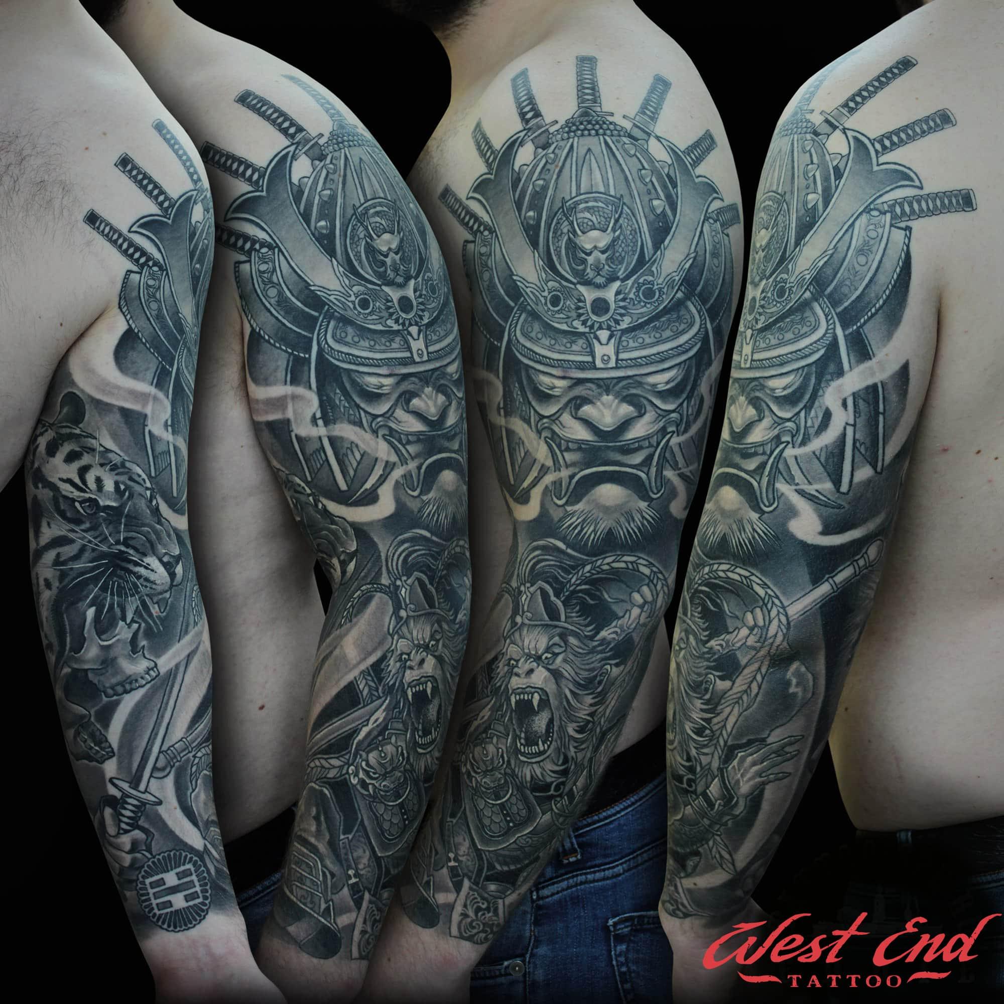 Большой черный тату-орнамент на руке