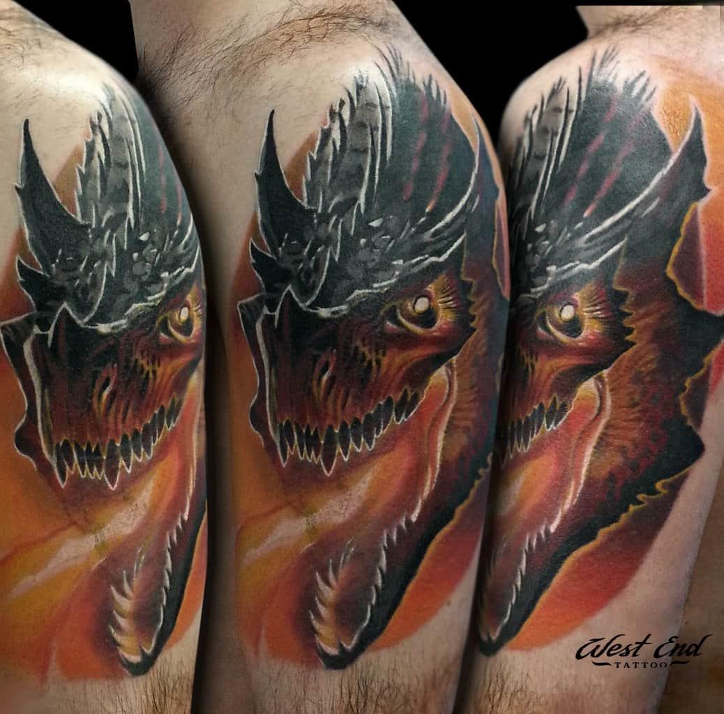 Цветной тату дракон на плече