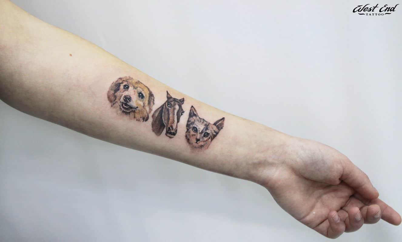 Татуировка животных на запястье