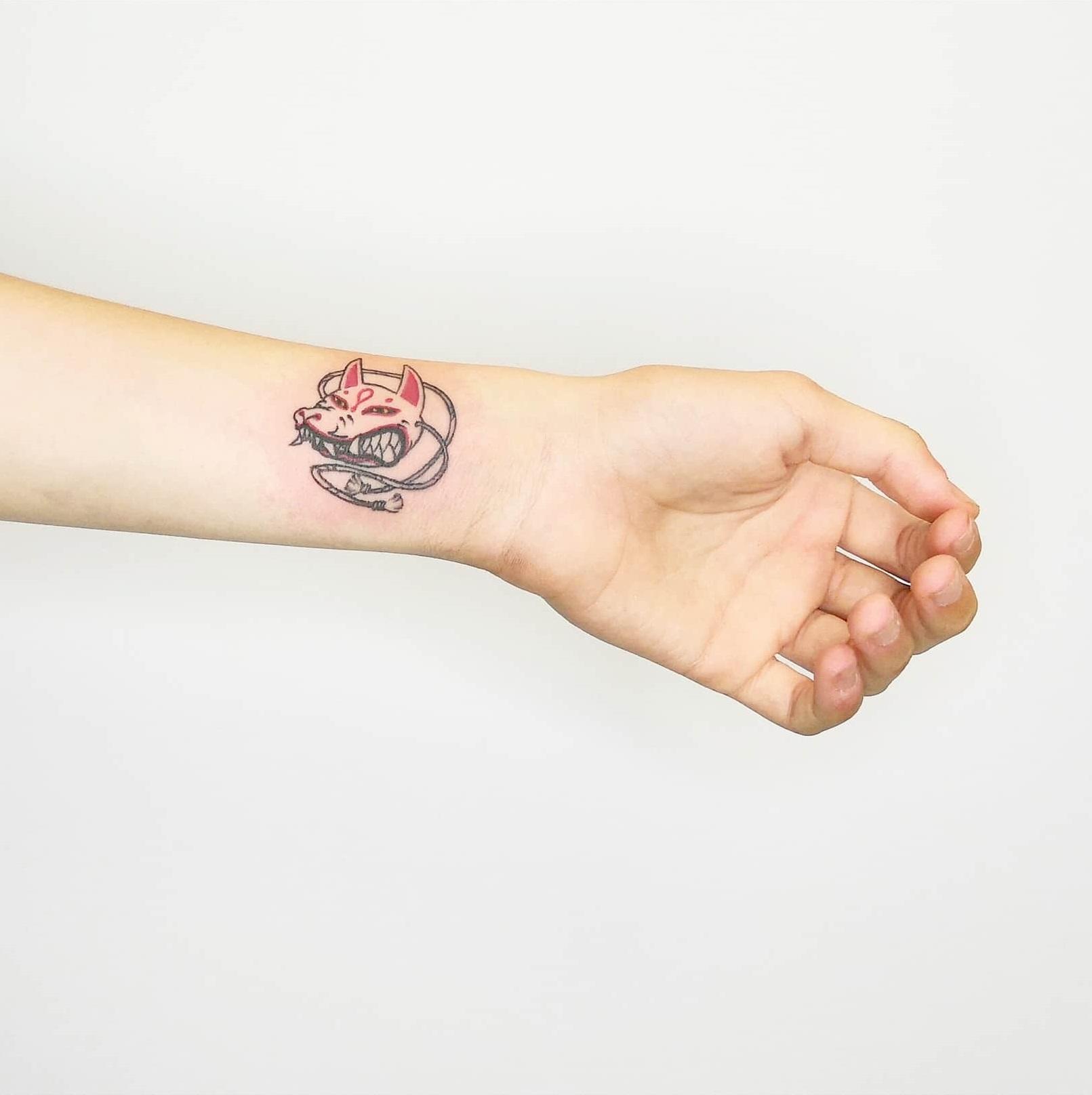 Татуировка свиньи на запястье