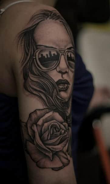 Татуировка черная на руке