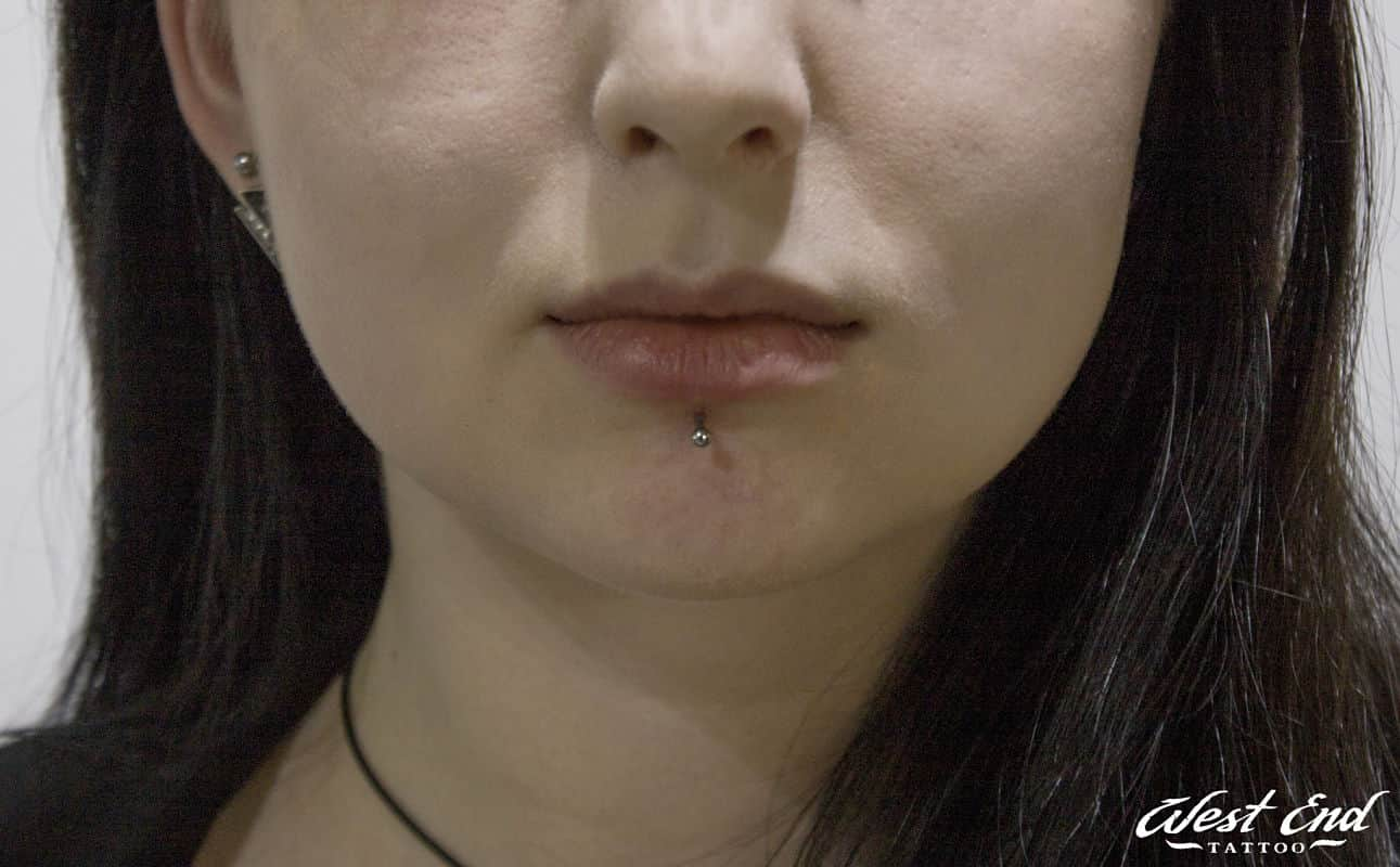 Лабрет прокол губы