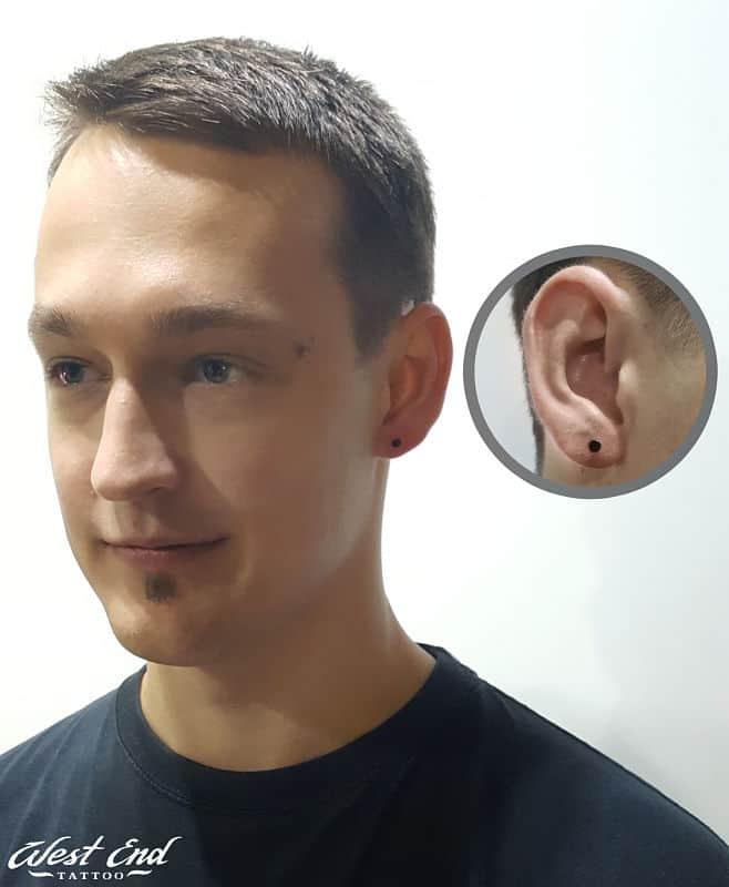 Классический прокол мочки уха у мужчин