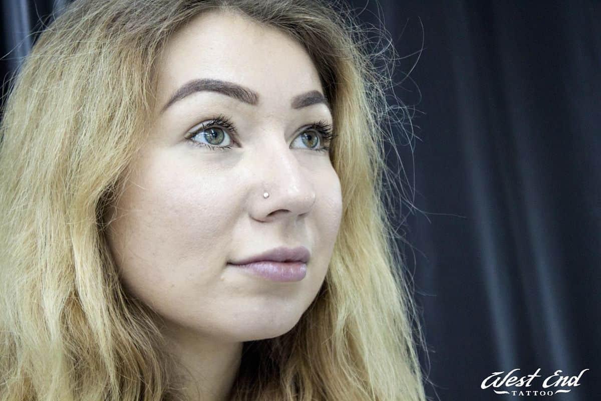 Пирсинг носа для девушек — нострил