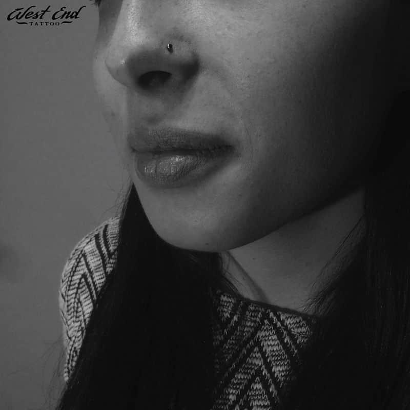 Пирсинг носа-нострил для девушек
