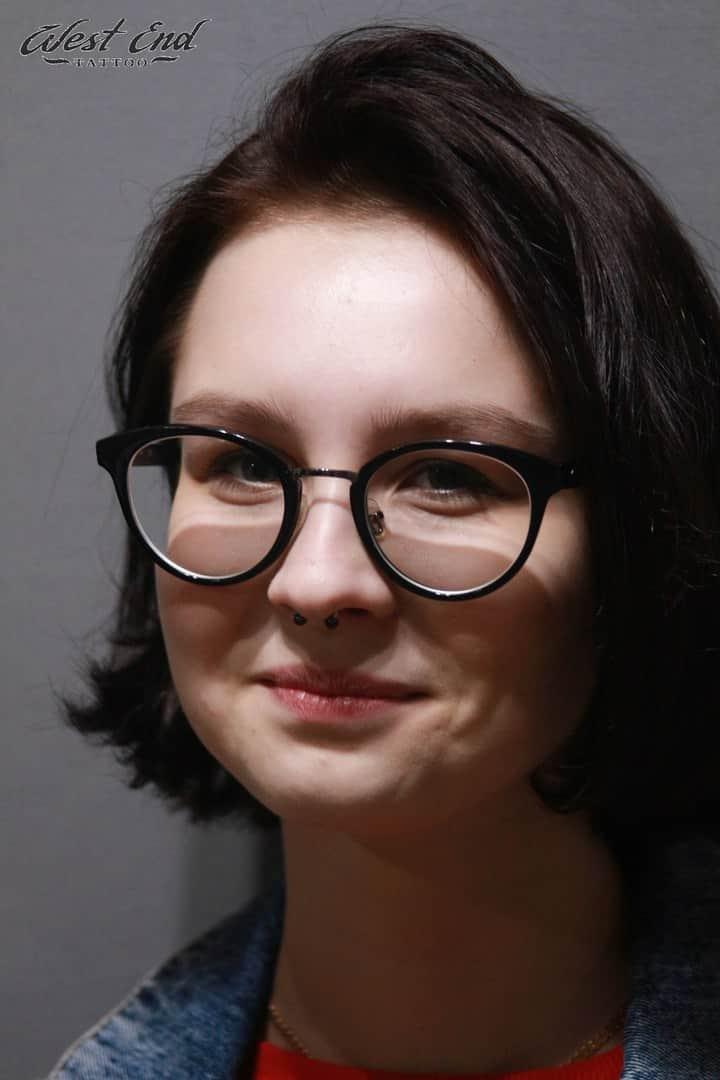 Женский прокол носа-септум