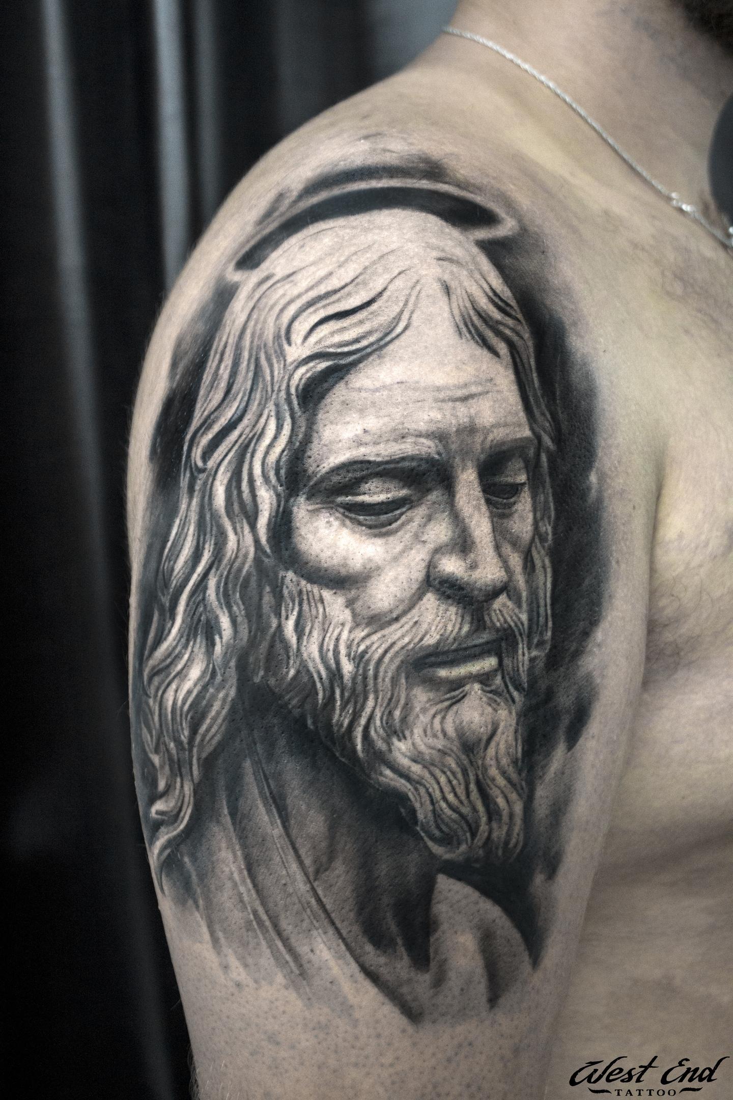 Тату Иисус реализм портрет черно белая