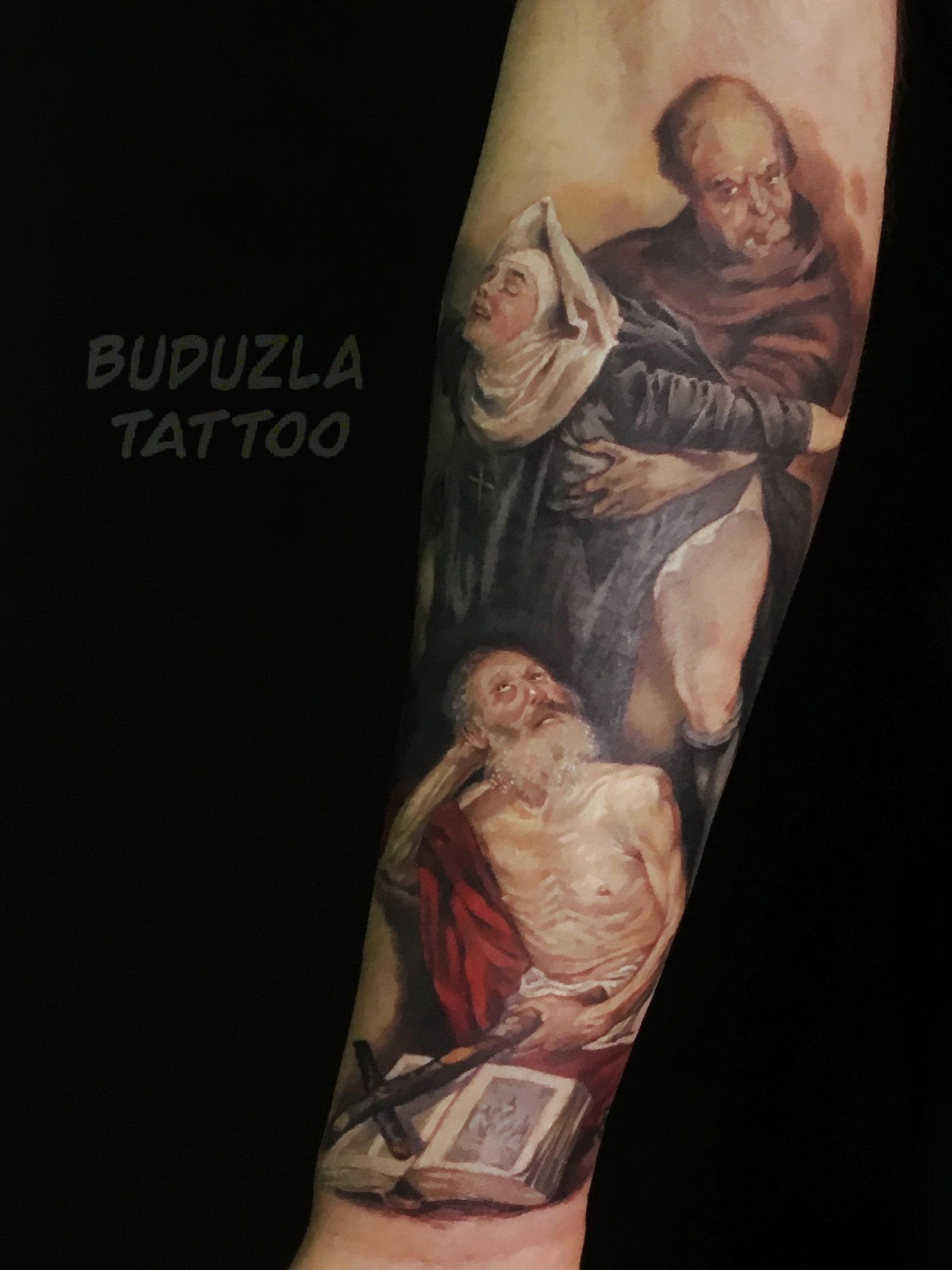 Тату монах и монашка на ноге цветная мужская