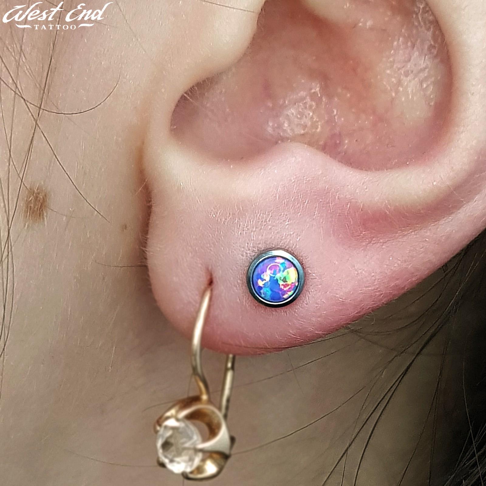 Двойной прокол мочки уха