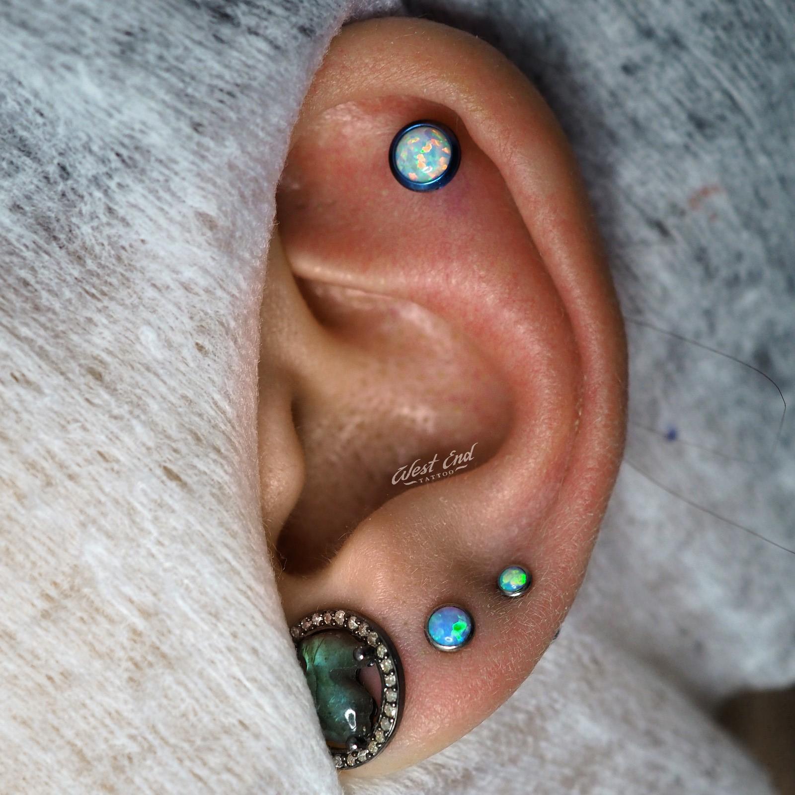 Пирсинг хряща и мочки уха