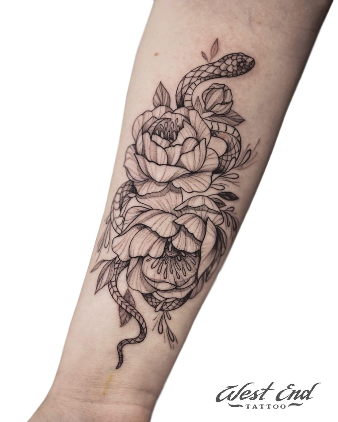 Тату композиция с цветами и змеёй
