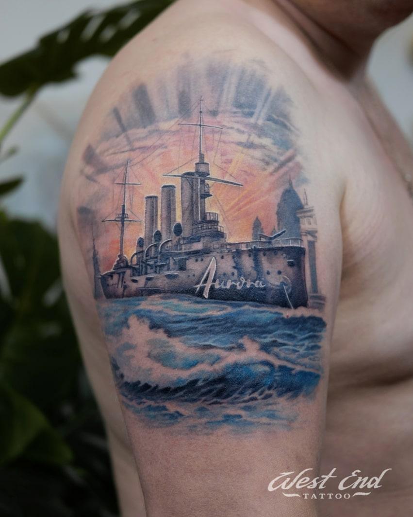Тату крейсер Аврора на плече