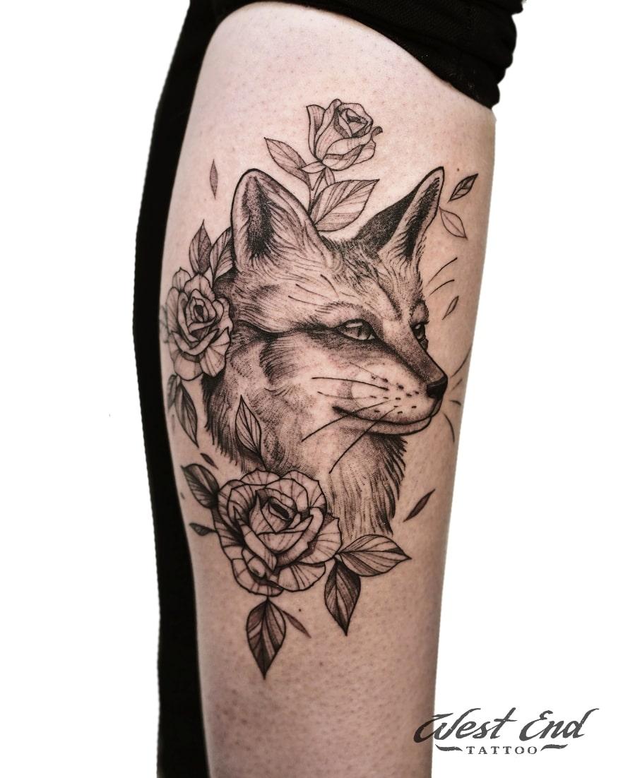 Тату композиция лиса с цветами