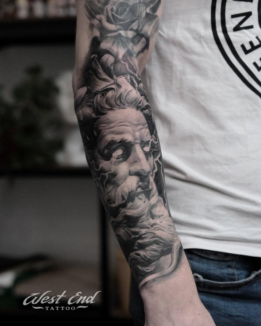 Тату Зевс на руке