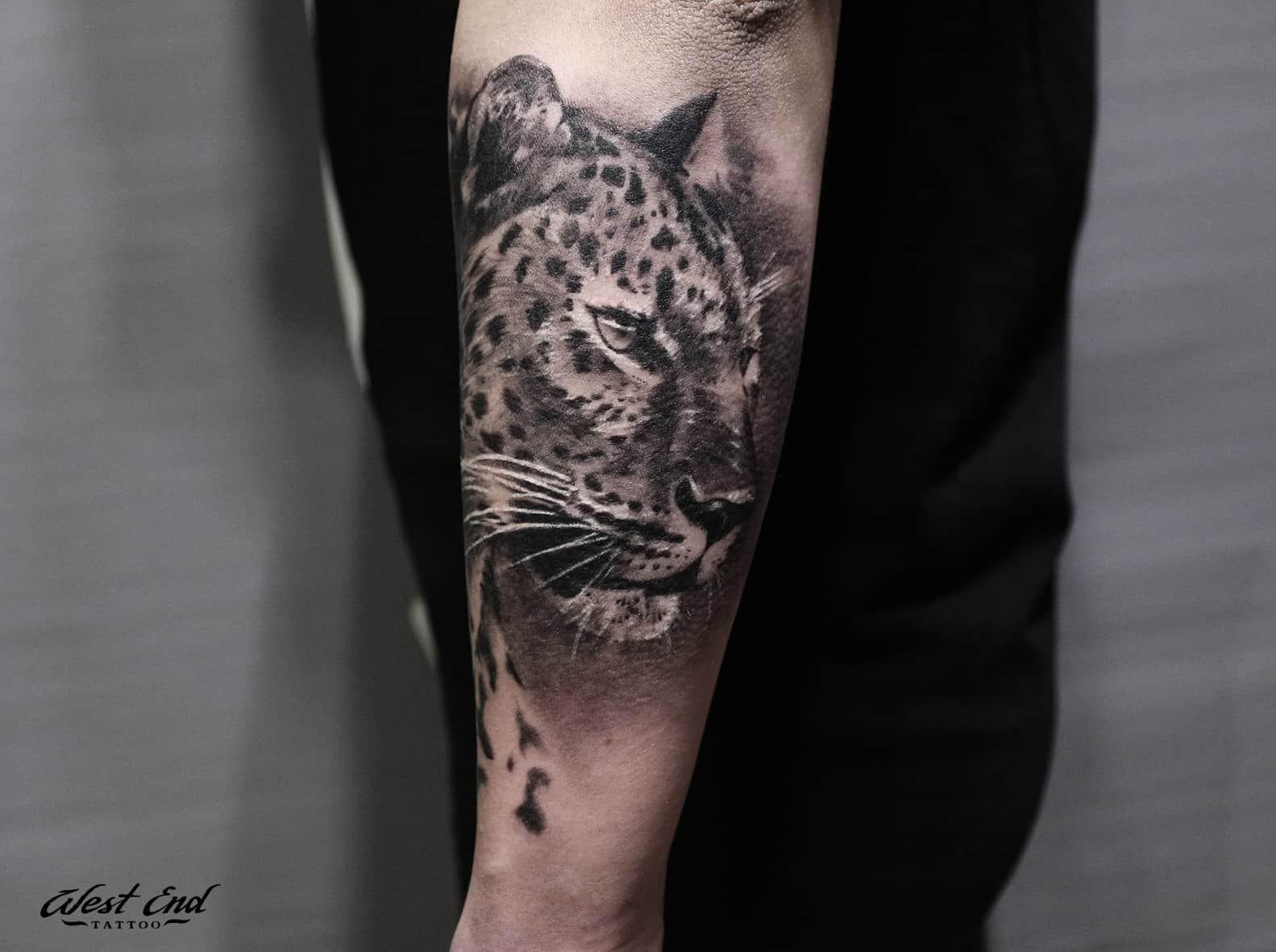 Тату леопард на руке