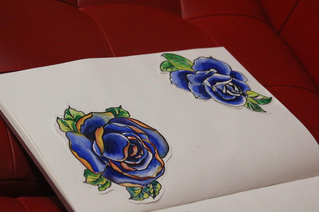 Эскиз синие розы